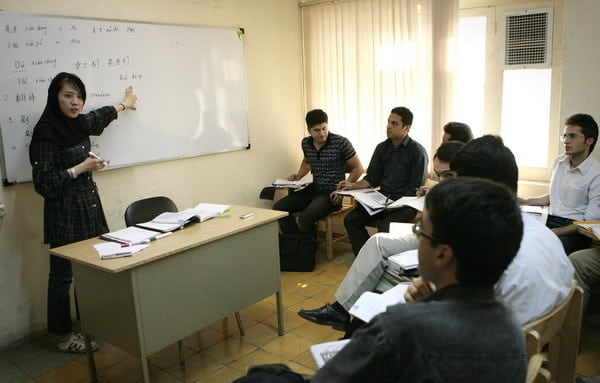 Volunteer Wang Yue from China gives lessons to Iranian students at the Confucius Institute of the University of Tehran, 30 August 2010