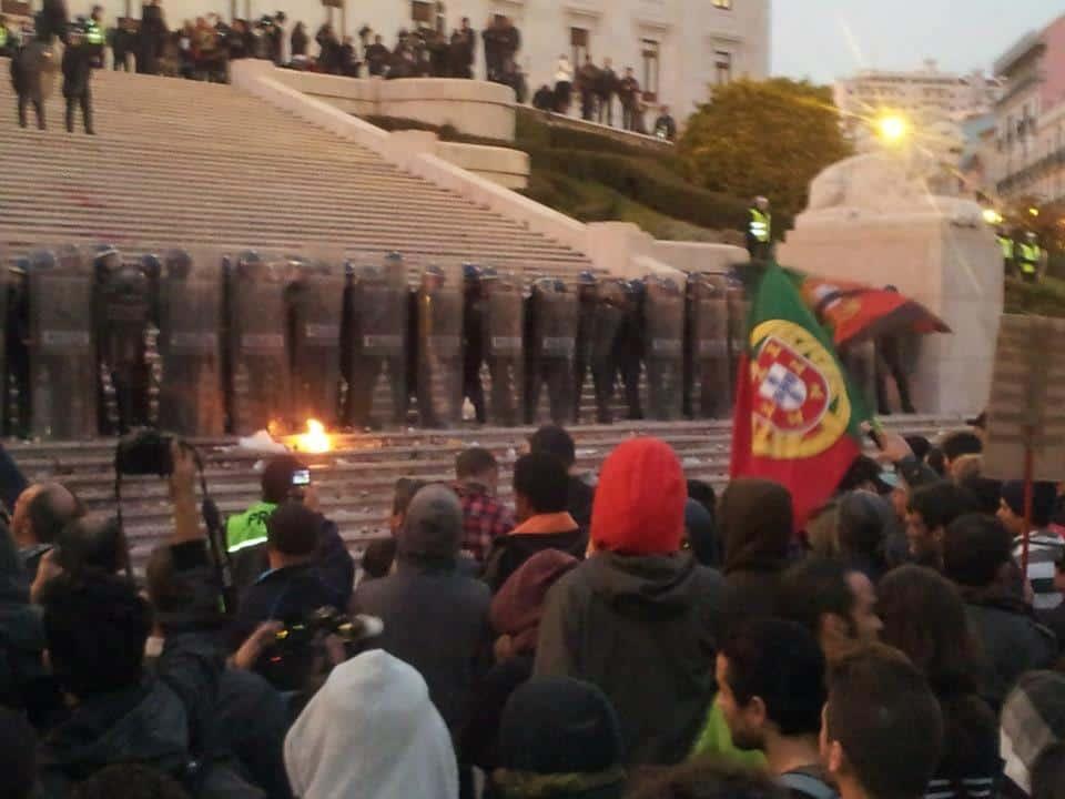 14N General Strike: Outside of Parliament.