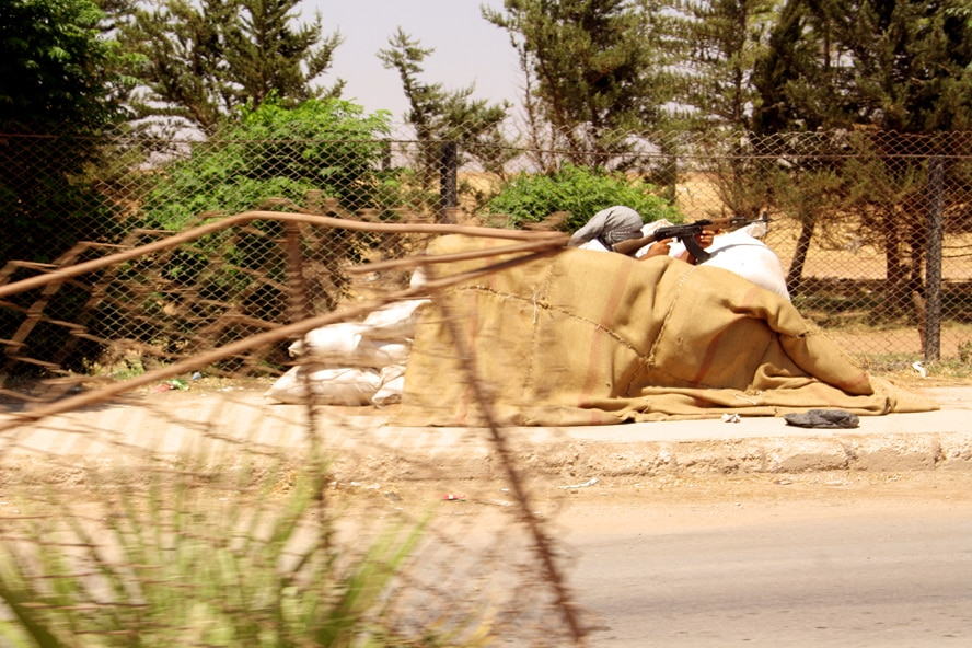Kurdish militiaman barricading on Kobane's motorway