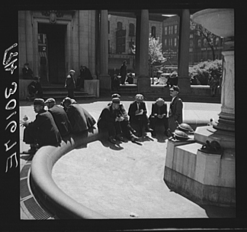 Russell Lee, Unemployed Men Sitting in Public Square in the Minneapolis Gateway District, June 1937