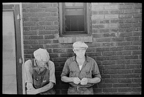 Russell Lee, Two Unemployed Men, Gateway District, Minneapolis, Minnesota, August 1937