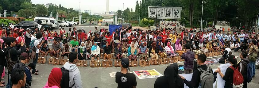 """Cementing Feet"" Protest in front of the Presidential Palace in Jakarta, March 13, 2017"