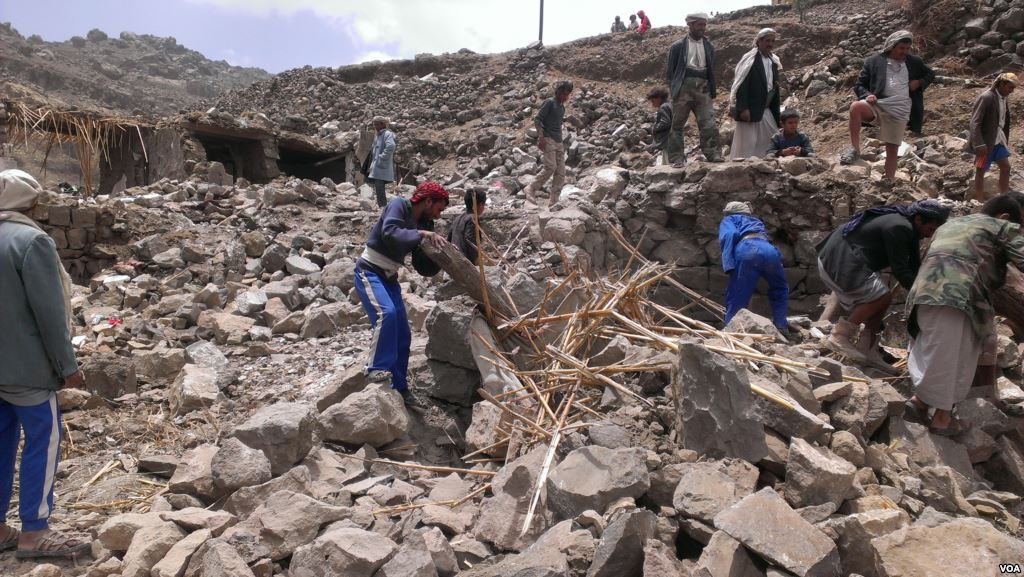 | Villagers scour rubble for belongings scattered during the bombing of Hajar Aukaish | MR Online