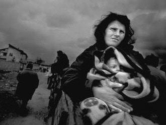 Civilians fleeing Kosovo in 1999