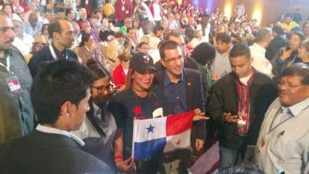 Foreign Minister Jorge Arreaza poses with a delegation from Panama at the close of the inaugural event. (Jeanette Charles/Venezuelanalysis)