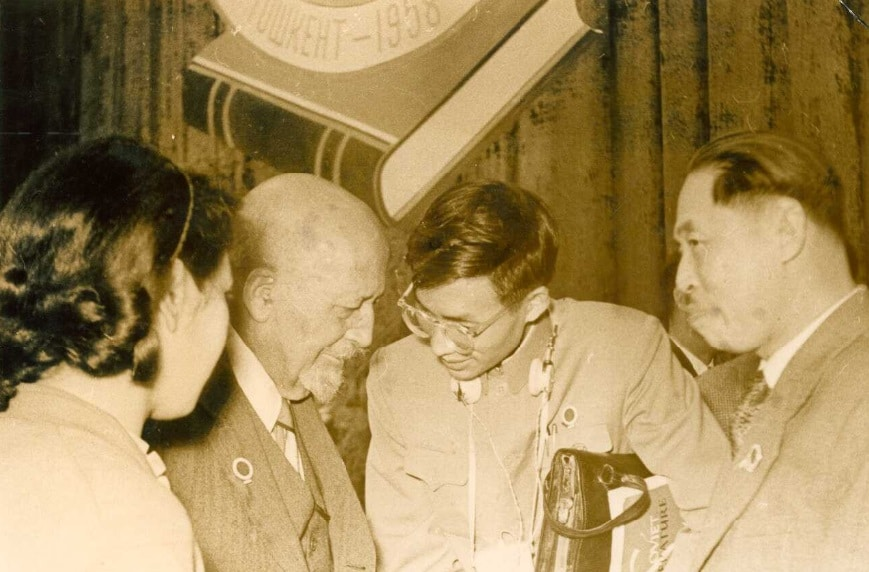 W. E. B. Du Bois speaking with Chinese delegates at Afro-Asian Writers Conference, Tashkent, October 1958. W. E. B. Du Bois Papers (MS 312). Special Collections and University Archives, University of Massachusetts Amherst Libraries.