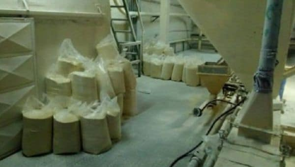 Bags of corn flour left to rot seen inside Demaseca's company plant in Venezuela. | Photo: Alba Movimientos