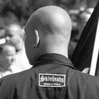 Neonazi skinheads weiss und stolz.