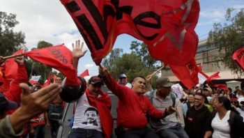 Supporters of the Opposition Alliance in the streets. | Photo: Reuters