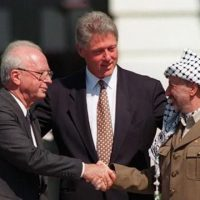 Israeli prime minister Yitzhak Rabin (L), PLO chairman Yasser Arafat (R) and US president Bill Clinton at the ceremony marking the signing of the 1993 peace accord