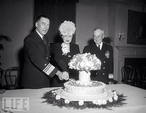 U.S. Navy Vice Admiral William H. P. Blandy, his wife, and Rear Admiral Frank J. Lowry cut a mushroom-cloud cake in Washington, D.C., November 6, 1946. STOCK MONTAGE/GETTY IMAGES