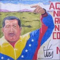 """Nobody surrenders here! Commune or nothing!"" – a mural depicting Chávez and the commitment to building the commune (Photo: Venezuelanalysis)"