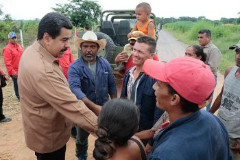 President Maduro meeting with comuneros in 2015 (Photo: Prensa Presidencial)