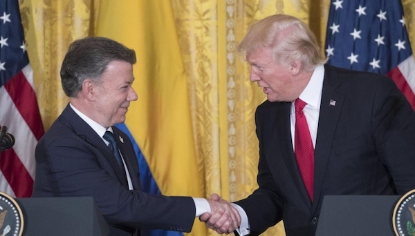 Colombian President Manuel Santos and US President Donald Trump shake hands (Michael Reynolds / EPA)