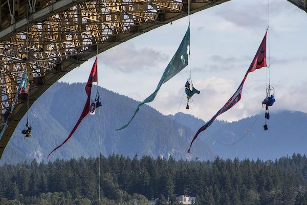 | Climbers in Vancouver blockade Trans Mountain oil tankers route | MR Online