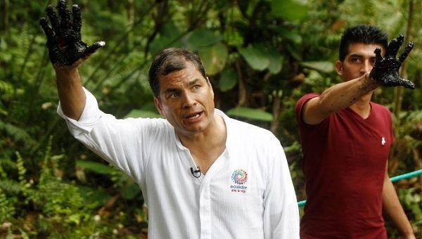 Rafael Correa drawing attention to Texaco's environmental crimes.