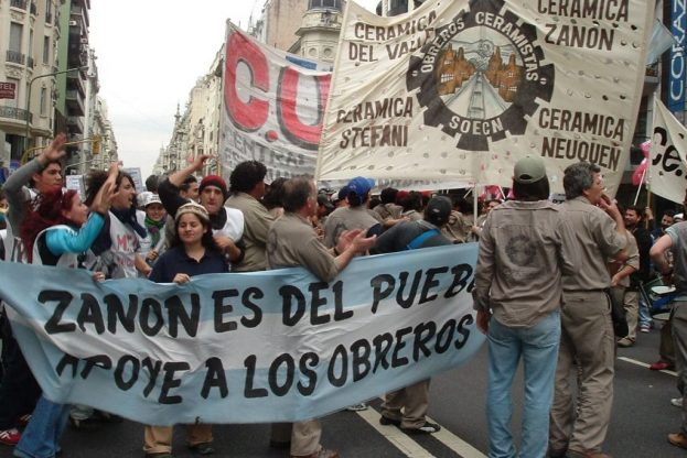 Workers demonstrate in defense of Cerámica Zanon and other recuperated ceramics factories, in 2003