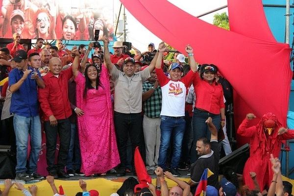 PSUV leaders in Maracaibo celebrated after a successful electoral victory. (Carlos Robertson : TenemosNoticias)