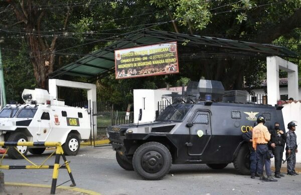 Armoured cars remain in front of Cotiza Bolivarian National Guard headquarter in Caracas, Venezuela on January 21, 2018. - Venezuela military group calls in video for not recognizing Maduro (Photo by YURI CORTEZ / AFP)
