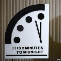Doomsday Clock′ remains at 2 minutes to midnight | News | DW | 24.01 ... Deutsche Welle