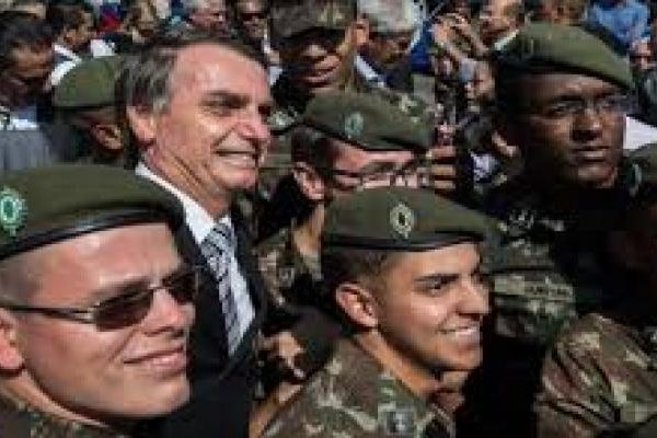 Bolsonaro with policia