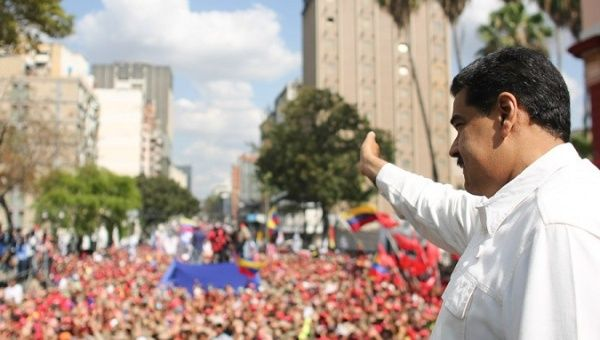 Thousands listened to the head of state as he denounced the interventionist attempts executed by the United States. | Photo- Twitter- Prensa Presidencial
