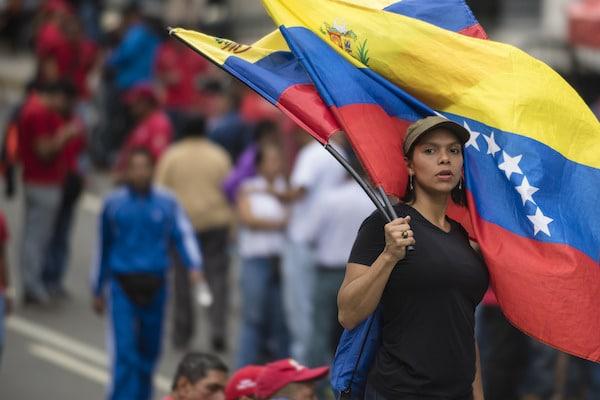Venezuela in Uproar - The Paris Globalist The Paris Globalist A woman protests in Caracas in October 2016. [Eneas de Troya:Flickr]