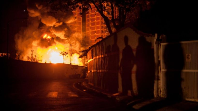 Explosion of two transformers of the electricity substation of Terrazas of the Club Hipico of Baruta