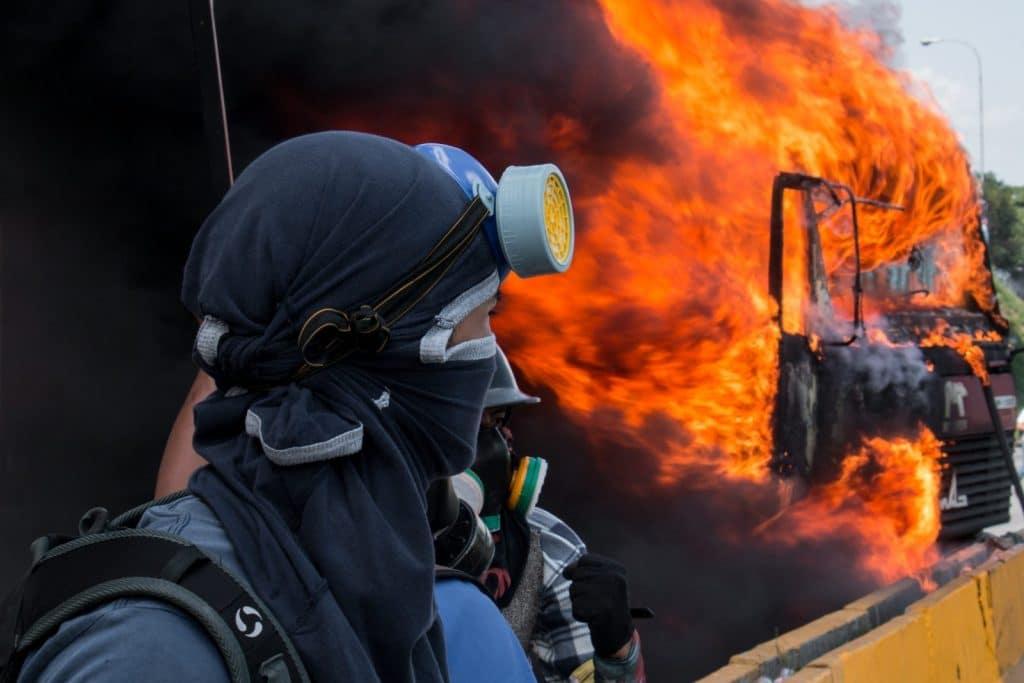   Demonstrators set a truck on fire in Caracas Venezuela February 18 2018   MR Online