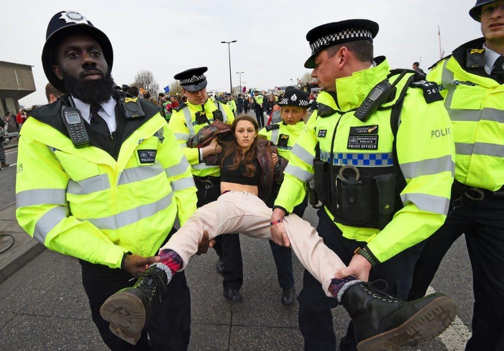 | XR protest at Waterloo Bridge | MR Online
