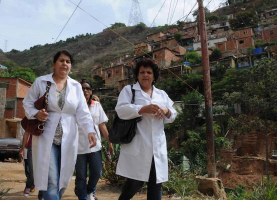More than 20,000 Cuban collaborators, 61% of whom are women, remain in Venezuela fighting to save lives and ensuring the well-being of the population of this sister nation. Photo- Omara García