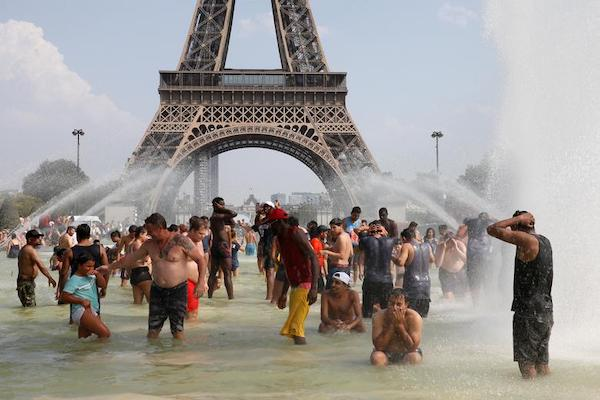 | Recordbreaking heatwave bakes Europe | Reuterscom Reuters People cool off in the Trocadero fountains across from the Eiffel Tower in Paris as a | MR Online