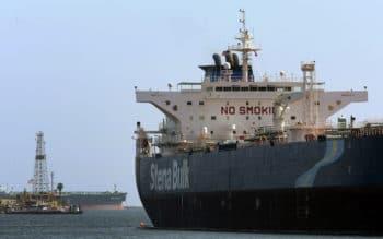 The Stena Bulk oil tanker unloads oil (© AP PHOTO / DAMIAN DOVARGANES)