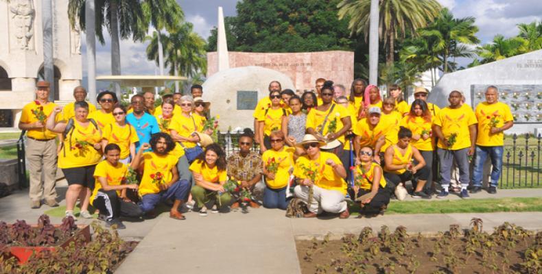 Brigadistas at Fidel's Grave