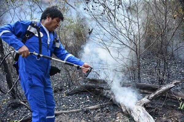 Morales has provided a personal example alongside firefighting brigades in the Amazon. Photo- Reuters
