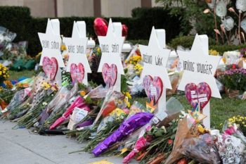 Tribute to victims at the Tree of Life Congregation Synagogue in Pittsburgh. (photo- Wikimedia)