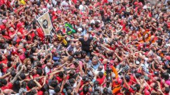 Lula on the streets of São Paulo, November 2019.
