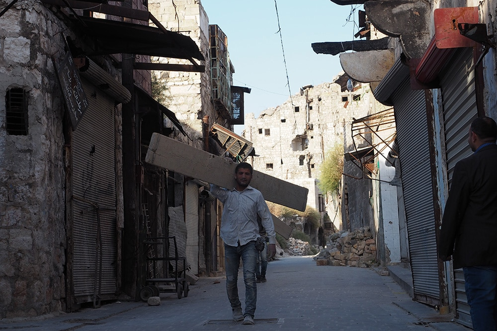 | Residents of Aleppo rebuilding their wardamaged homes | MR Online