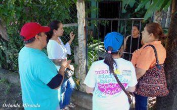 Brigadistas visit house by house (Photo- Voz del Sandinismo)
