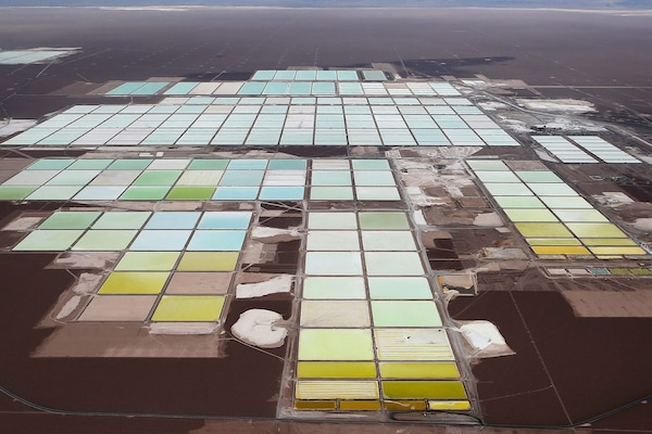 Electrek Tesla secures a supply agreement with China's biggest lithium