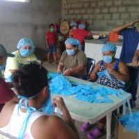 Communities across Venezuela are producing face masks, with local communal councils and communes distributing them for free to families, particularly to those most in need. Photo: Páez Potencia/Facebook