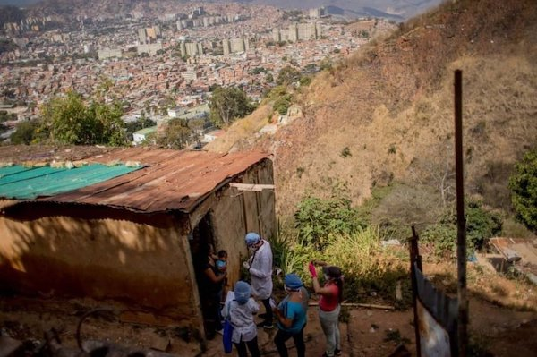 A doctor and members of the local health committee visit a family in Alto de Lidice, Caracas, Venezuela. Photo- Gsus Garcia