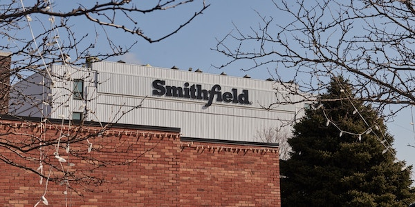 The closed Smithfield Foods plant in Sioux Falls, S.D., on April 15, 2020. Photo: Dan Brouillette/Bloomberg via Getty Images