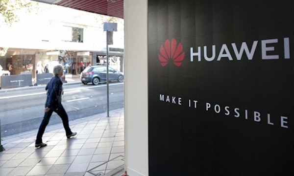 A pedestrian walks past a Huawei store in Sydney, Australia, May 23, 2019. Photo: Xinhua