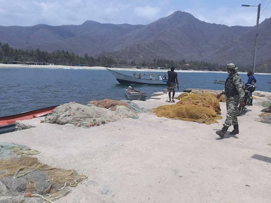 A fisherman from Chuao quietly called out to the mercenaries. Photo: Twitter