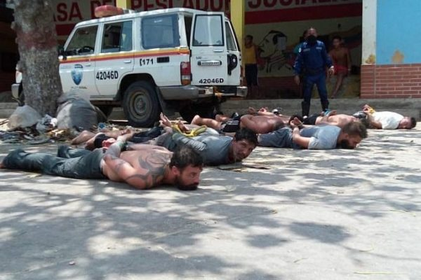 Paramilitaries financed by the U.S. and Colombian governments are captured by conventional security forces and members of the Bolivarian Militia. Photo: Twiter
