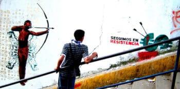 We carry on resisting. San Juan, Caracas. 2010. Comando Creativo