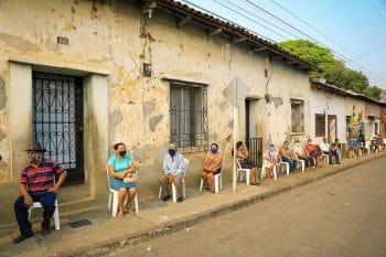 Social distancing and order during the delivery of food baskets, El Salvador, 29 April 2020. Casa Presidencial / Fotos Públicas