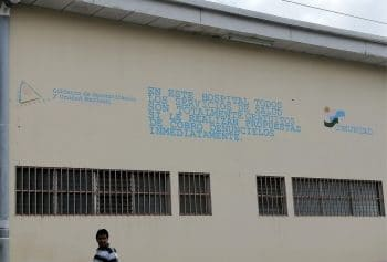 A message printed on a hospital in Jinotega, Nicaragua stressing that all medical services are free, taken in May 2020 (Photo credit: Ben Norton / The Grayzone)