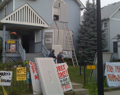 Rosemary's eviction 9/11/09 (Flickr: brads651)